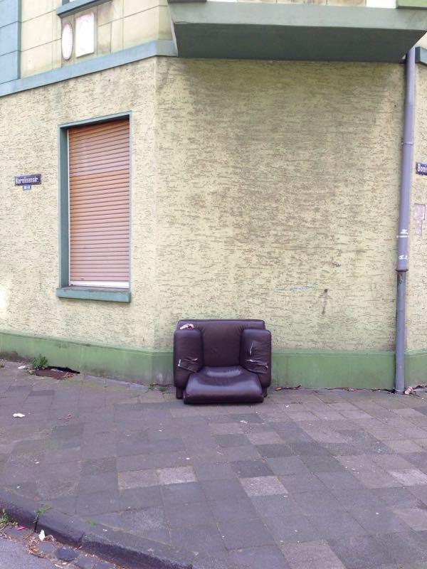 alter sessel ecke karolinen boniverstrasse ge meldet. Black Bedroom Furniture Sets. Home Design Ideas