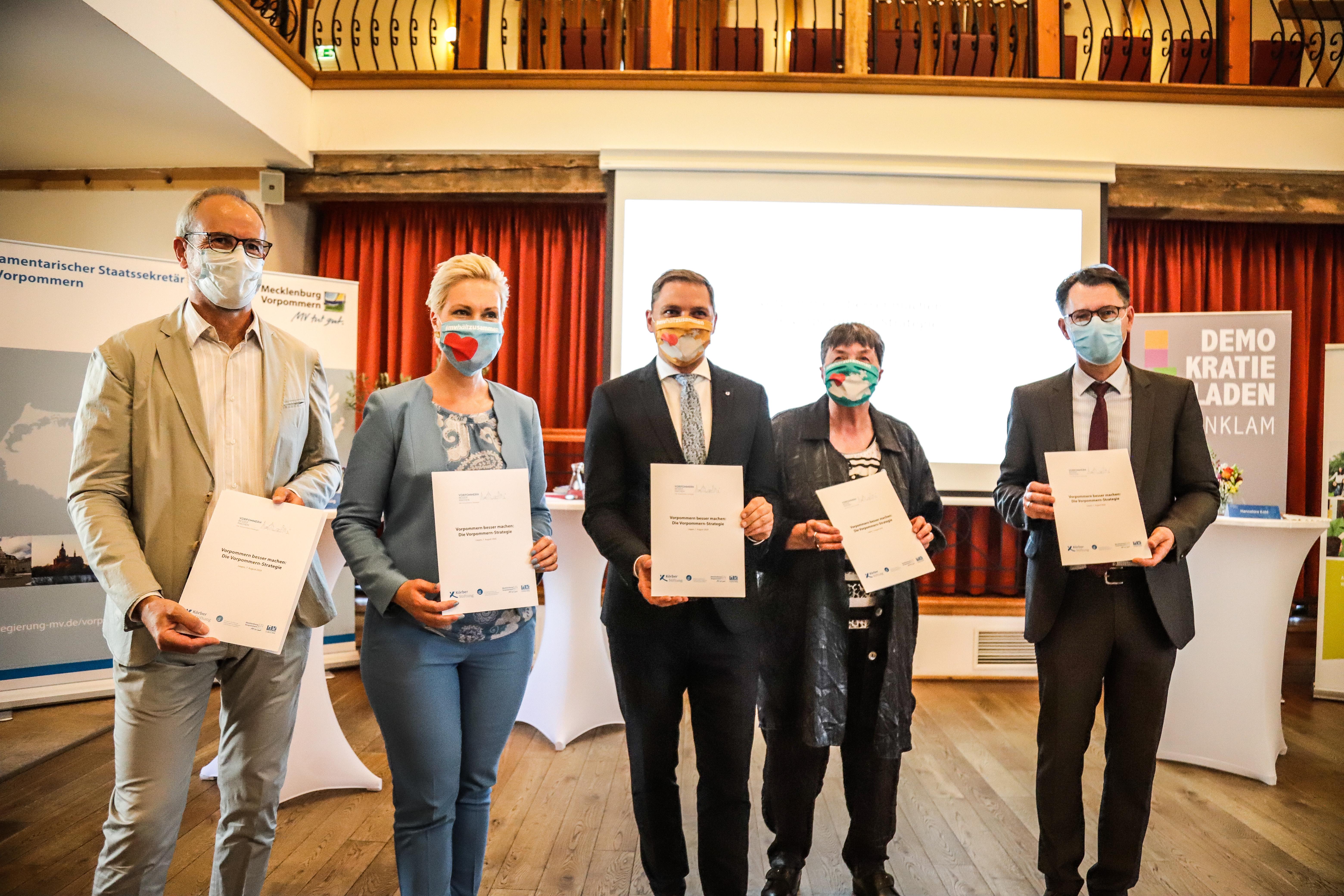 Foto zur Unterzeichung der Vereinbarung zur Bürgerbeteiligung