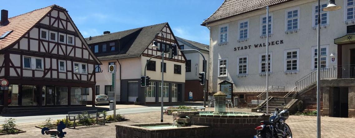 Marktplatz Sachsenhausen mit Rathaus